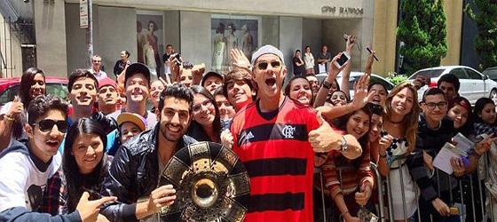 Chad Smith maladroit avec les supporters de Flamengo